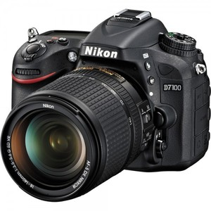 Nikon D7100 with 18-140mm VR