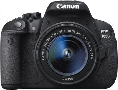 Canon EOS 700D (EF S18-55 IS STM) Digital SLR Camera (8GB Memory Card and Bag)