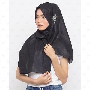Chiffon Silk Shimmer Hijab With Brooch For Women C ...