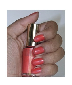 LOreal Paris Color Riche Nail Polish Dating Coral (305)