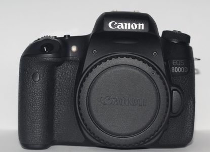 Canon 8000D DSLR Camera With 18-55mm Lens (USED)