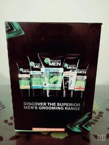 GARNIER MEN GROOMING PACK NEW OIL-CLEAR MATCHA D-TOX SKIN PURIFYING GEL FACE WASH WITH FREE RAZOR