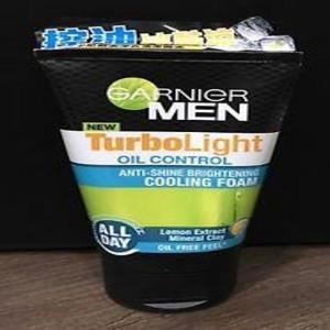 Garnier Men Turbolight Oil Control Charcoal Black Foam 100ml.