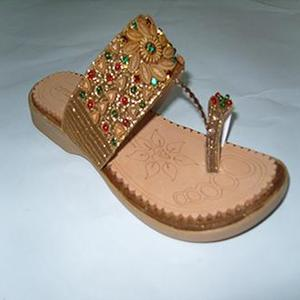 Bronze Fashionable Kolapuri Indian Style Slipper For Women