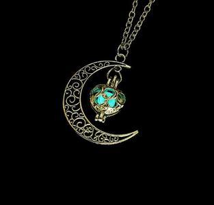 Women Moon Glowing Luminous Gem Charm Necklace Jewelry(Green)