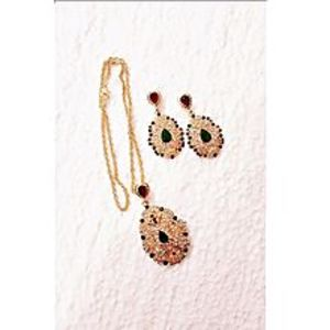 Farisa Golden Round Shape Necklace With Mehroon And Green Stone