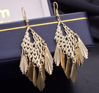 Retro Baroque Style Frosted Drop Earrings Plated Alloy Earrings Fashion Women Jewelry Gold