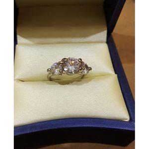 Koy Fancy Zirconia Ring -Silver
