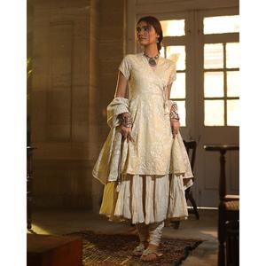 Alkaram studio Heritage Collection 2019 Beige Lawn 1 Piece unstitched Suit For Women -A132218466 (Un-stitched)
