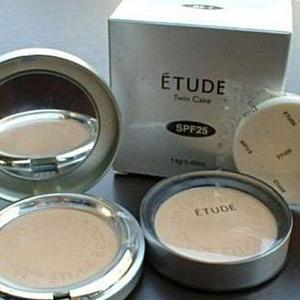 Etude Twin Cake Face Powder Foundation Base With Refill Pack BE.02